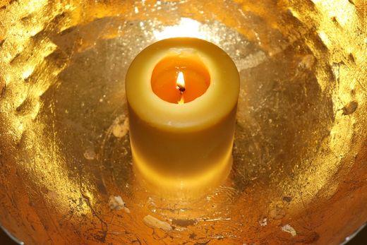 Kerze in Schale